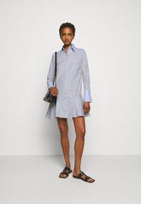 Victoria Victoria Beckham - PATCHWORK FLOUNCE HEM SHIRT DRESS - Shirt dress - navy/white - 1