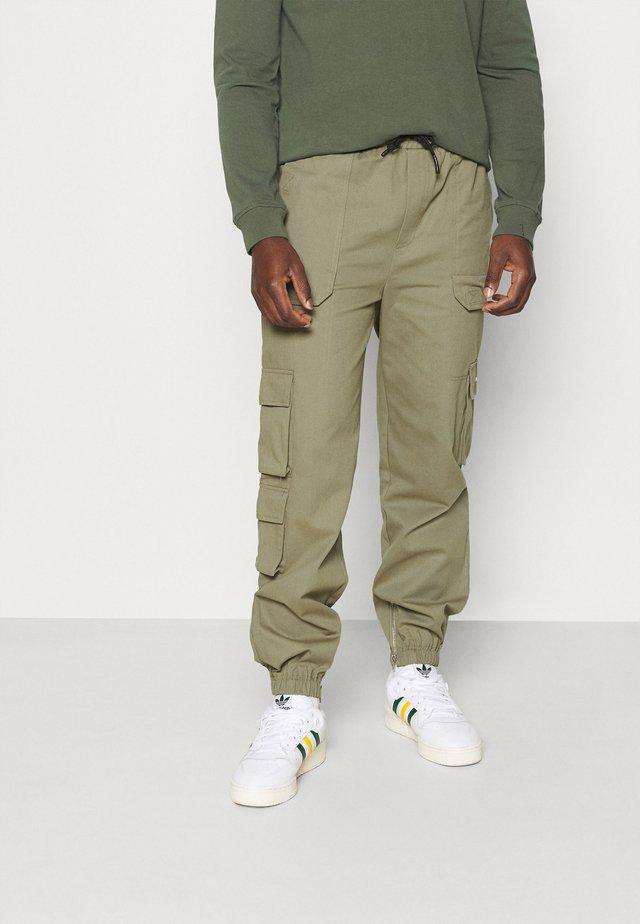 HYPE UTILITY CARGO TROUSER - Cargo trousers - khaki