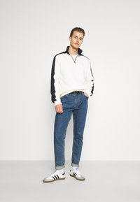 Lyle & Scott - CUT AND SEW FUNNEL NECK RELAXED FIT - Sweatshirt - vanilla ice - 1