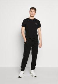KARL LAGERFELD - CREWNECK - T-shirt imprimé - black - 1