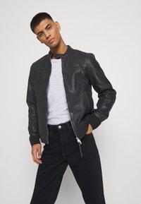 Lee - BROOKLYN  - Straight leg jeans - blue black - 3