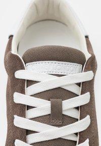 Crime London - Sneakers basse - brown - 5