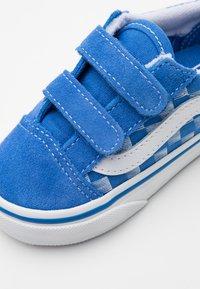 Vans - OLD SKOOL - Tenisky - blue/true white - 5