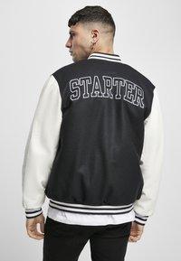 Starter - COLLEGE - Bomber Jacket - black/white - 1