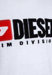 Diesel - TJUSTDIVISION MAGLIE - T-shirt con stampa - white - 2