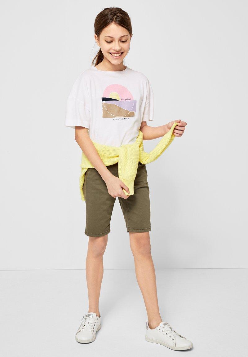 s.Oliver - MIT FRONTPRINT - Print T-shirt - white