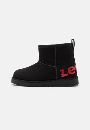 WAVE MID - Kotníkové boty - black