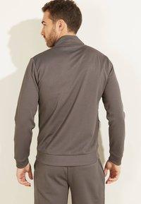 Guess - Zip-up hoodie - dunkelgrau - 2