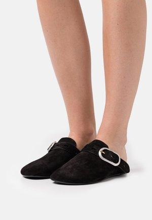 ANSLEY SLIDE - Slippers - black