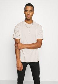Afends - LEGACY RETRO FIT TEE - Print T-shirt - moonbeam - 3