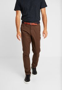 Selected Homme - SLHSLIM YARD PANTS - Chino kalhoty - demitasse - 0