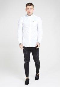 SIKSILK - LONG SLEEVE SMART SHIRT - Camisa elegante - white - 1