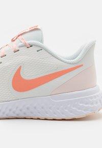 Nike Performance - REVOLUTION 5 - Zapatillas de running neutras - summit white/crimson bliss/orange pearl/white - 5
