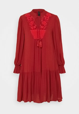 YASCILLA DRESS BOHO - Kjole - red ochre