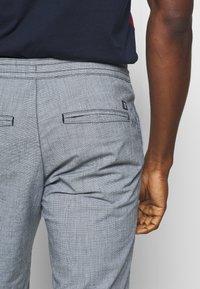 TOM TAILOR DENIM - Shorts - mottled light blue - 3