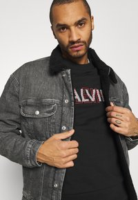 Calvin Klein Jeans - SHERPA JACKET - Jeansjacka - denim grey - 3
