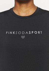 Pink Soda - AVE FITNESS - Printtipaita - black/silver - 5
