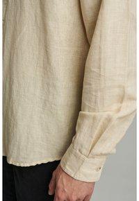 Anerkjendt - LUKAS - Camisa - brown rice - 3