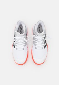 adidas Performance - COURT TEAM BOUNCE INDOOR SHOES - Käsipallokengät - footwear white/core black/solar red - 3