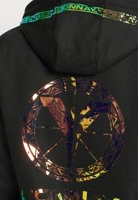 Carlo Colucci - HOODIE MIT IRISIERENDEM PRINT KÄNGURUTASCHE UNISEX - Sweatshirt - black reflective - 4