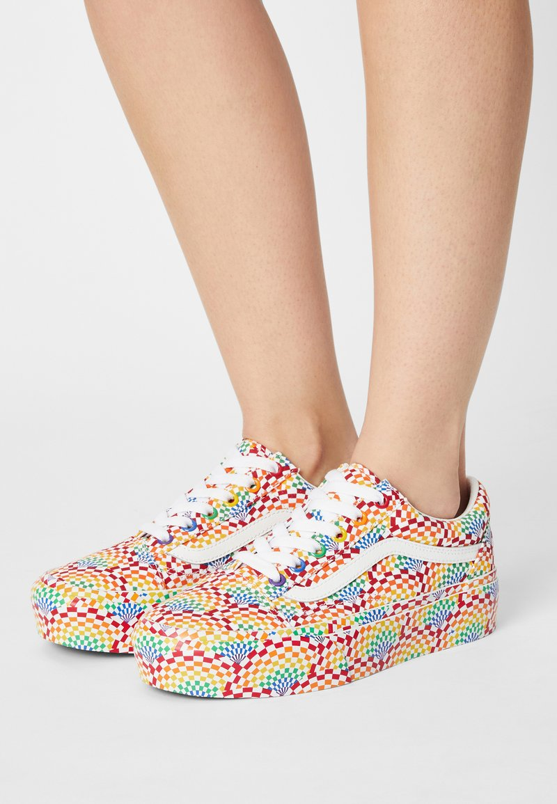 Vans - OLD SKOOL PLATFORM - Sneakers basse - pride multi/true white