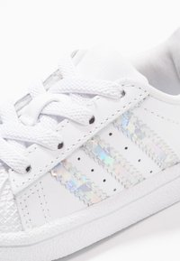 adidas Originals - SUPERSTAR - Baby shoes - footwear white - 2