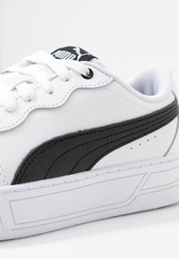 Puma - SKYE - Baskets basses - white/black - 2