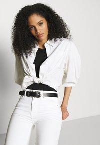 Marks & Spencer London - SIENNA - Džíny Straight Fit - white denim - 3