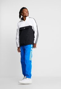 adidas Originals - OUTLINE ZIP - Windbreaker - black/white - 1