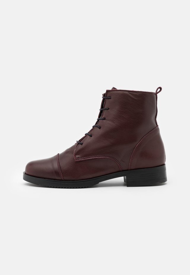 Lace-up ankle boots - atenea tinto