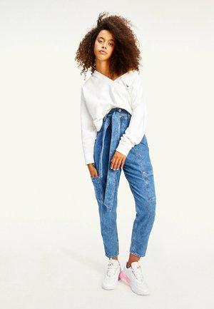 TJW SOFT V NECK  - Sweatshirt - white
