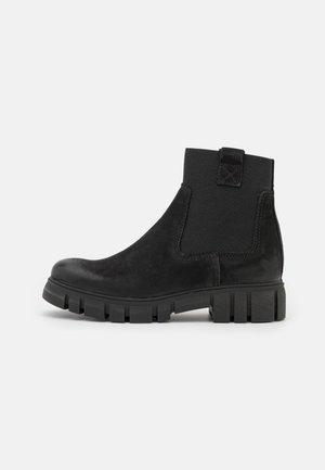SAURA - Kotníkové boty na platformě - black