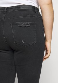 ONLY Carmakoma - CARRUSH LIFE REG SK ANK RAW - Jeans Skinny Fit - black denim - 6