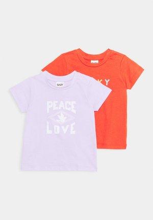 JAMIE SHORT SLEEVE TEE 2 PACK UNISEX - T-shirt imprimé - lilac/red