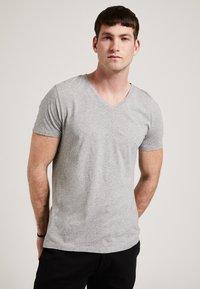 Phyne - T-shirt basique - grey - 0