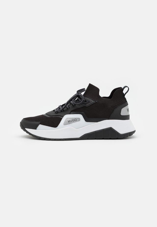ATOM RUNN - Sneakersy niskie - black