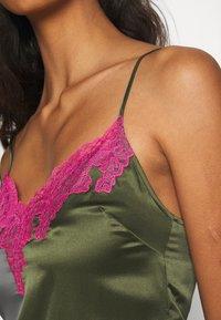 Agent Provocateur - AMELEA CAMISOLE - Pyjama top - khaki/bright pink - 5