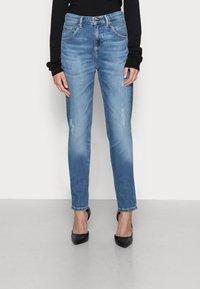 Marc O'Polo DENIM - FREJA - Relaxed fit jeans - stone melange - 0