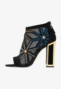 Kat Maconie - GILLI - Kotníková obuv na vysokém podpatku - black/multicolor - 1