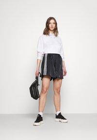 adidas Originals - BOXING - Shorts - black - 1