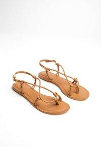 Les Bagatelles - KIKUE - T-bar sandals - tan - 1