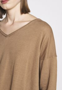 CLOSED - WOMEN´S - Jumper - golden oak - 6