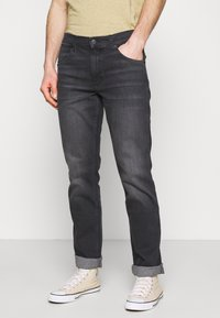 Wrangler - GREENSBORO - Jeansy Straight Leg - black pepper - 0