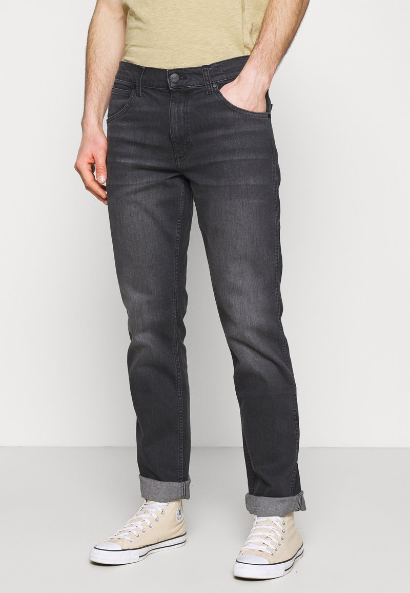 Wrangler - GREENSBORO - Jeansy Straight Leg - black pepper
