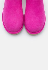 UGG - CLASSIC MINI II - Stiefelette - rock rose - 5