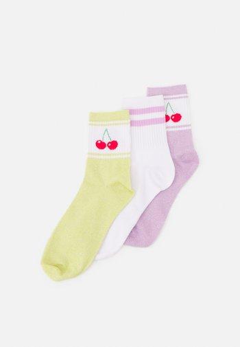PCLOLA TENNIS SOCK 3 PACK - Socks - bright white/cherry