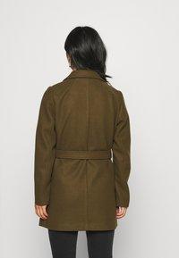 VILA PETITE - VICATTY BELTED COLLAR COAT - Classic coat - dark olive - 2