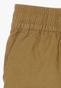 GAP - TODDLER BOY  - Shorts - cream caramel - 3