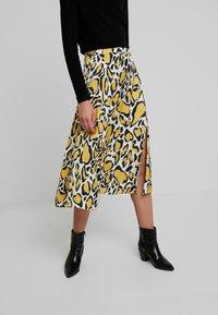 Gestuz - IRINA SKIRT - Maxi sukně - yellow - 0