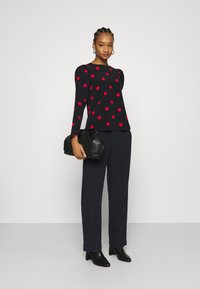 Dorothy Perkins - SPOT STABLE PUFF LONG SLEEVE - Long sleeved top - red - 1